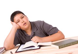 L'apnée du sommeil cause la somnolence diurne