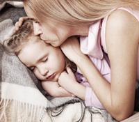 Parent et enfant; routine du dodo et sommeil