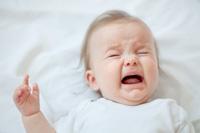Un enfant qui se réveille régulièrement en pleurs manque peut-être de sommeil. Voici un guide indicatif les besoins en sommeil par groupe d'âge