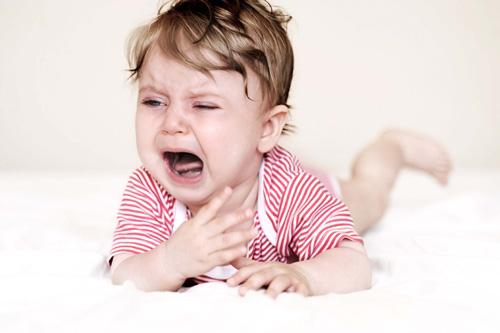 Les micro-éveils dans le cycle du sommeil des enfants peuvent expliquer pourquoi ils de réveillent régulièrement et fréquemment.